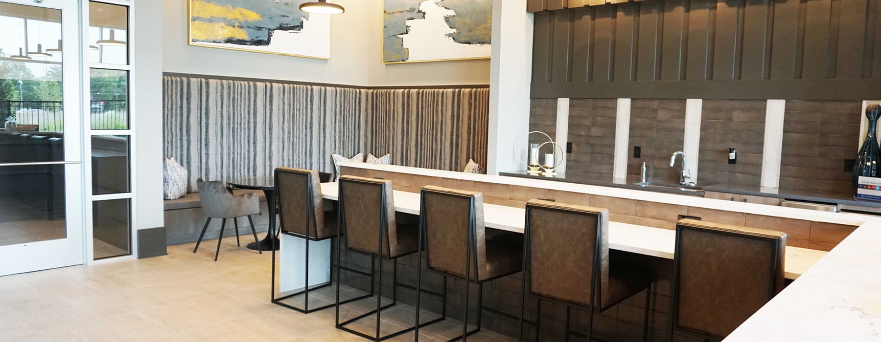 Bistro Area with Coffee Machine and bar seating